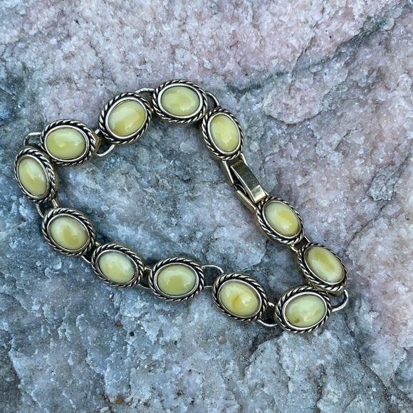 Jewelry - ⚡️Ivory stone and gold bracelet